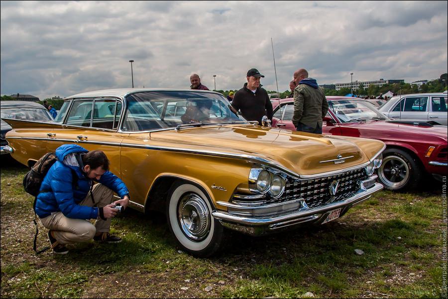 Фотограф и старинные авто