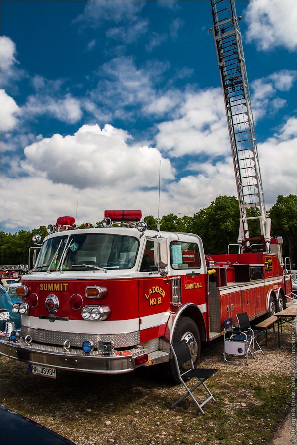 Старинная пожарная машина с лесницей