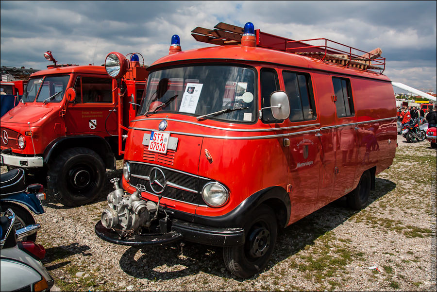 Старинный пожарный Мерседес