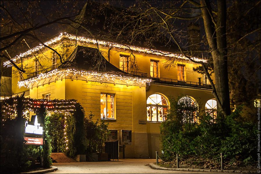 Дом, украшенный на Рождество